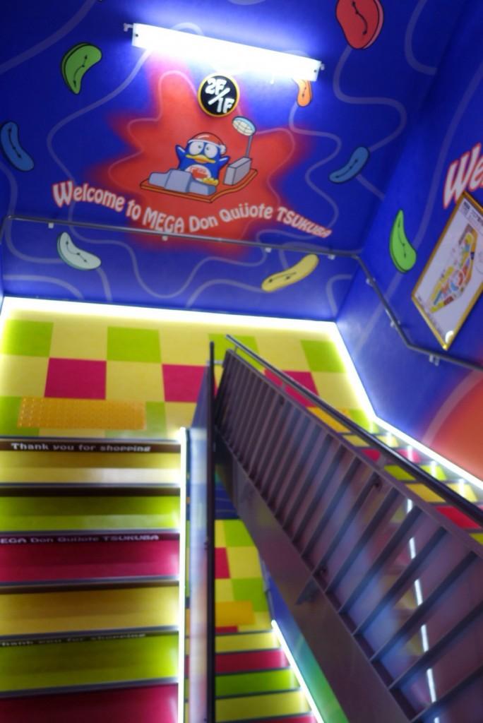 ドンキホーテつくば店階段デザイン